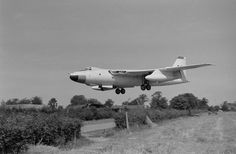 "Vickers Valiant ""Over the hedge"" Military Jets, Military Aircraft, Fighter Pilot, Fighter Jets, Vickers Valiant, V Force, Aviation Image, Ww2 Aircraft, Royal Air Force"