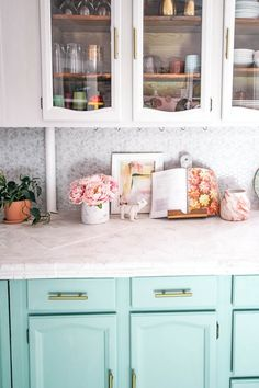 DIY peel and stick tile backsplash. Are you looking for a quick fix for your kitchen or bathroom back splashes? I share how to install these tiles Peel And Stick Countertop, Peel And Stick Floor, Peel N Stick Backsplash, Stick On Tiles, Best Paint For Kitchen, Kitchen Paint, New Kitchen, Kitchen Tips, Kitchen Ideas