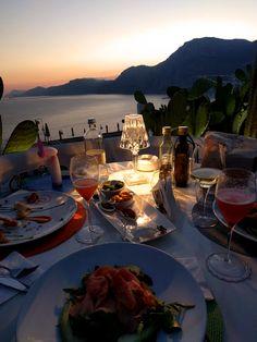 Voc' e nott sunset grill bar - Cena con vista a Italy Party, Grill Bar, Sunset Party, Luxury Boat, Sailing Cruises, Boat Rental, Travel Aesthetic, Sardinia, Paris Travel
