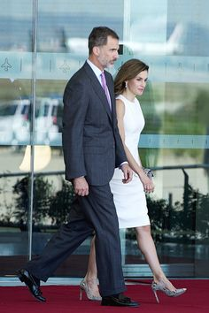 Queen Letizia of Spain Photos Photos - King Felipe VI of Spain and Queen Letizia of Spain depart for an official visit to United Kingdom at the Barajas Airport on July 11, 2017 in Madrid, Spain. - Spanish Royals Depart to United Kingdom