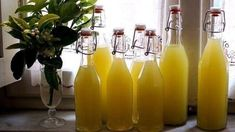 Limoncello recipe and how to be true to your lemon tree - asmallkitcheningenoa Lemon Cake Mix Cookies, Lemon Cake Mixes, Lemon Velvet Cake, Limoncello Recipe, Vegan Lemon Cake, Cold Cake, Tree Cakes, Lemon Filling, Cake Mix Recipes