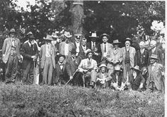 1920 reunion photo showing Quantrill raiders and other Confederate veterans
