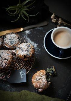 Muffiny z jagodami i wiśniami – White Plate