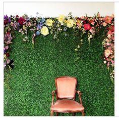 DIY wedding ideas / wedding photo booth - flowers - rustic backdrop #wedding #rustic www.mayadigitalservices.com