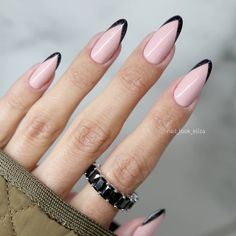 Embrace The Elegant Twists To Classy French Manicure With fresh Ideas Sparkly Black French Tips ★ French tips are a lot more versatile than you could have ever imagined. It is time you experiment French Manicure Nail Designs, New French Manicure, French Tip Nails, French Tips, French Manicures, Natural French Manicure, Natural Nails, Black French Nails, French Acrylic Nails