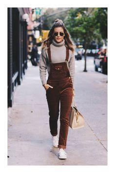 ¿Quieres ser una influencer? 😍👏💋 Descubre cómo en TiZKKA 📲#TiZKKAmoda #overol #café #pana #blusa #sneakers #bolsas #lentes #look #casual Summer Business Casual Outfits, Casual Outfits For Teens, Smart Casual Outfit, Casual Winter Outfits, Casual Look, Modest Outfits, Comfy Casual, Viernes Casual, Blazer