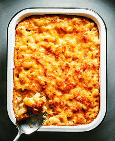 Made with an insanely-good combination of cheddar, Gruyère and Swiss, this classic comfort food is so much more grown up than the boxed stuff you used to love. #recipe #dinner