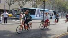 Bicicletas en Plaza de Cataluña, Barcelona, España, Elisa N, Blog de Viajes, Lifestyle, Travel Plaza, Bicycle, Street View, Blog, Barcelona Spain, Bicycles, Cities, Viajes, Fotografia