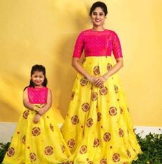 buy for contact whats app dress and skirt prices 3200 / Rs fabric Bangalore silk size customize Source by icekopk # Source by KidsBabyMomFashion outfits mother daughter Mom Daughter Matching Dresses, Mom And Baby Dresses, Dresses Kids Girl, Girl Outfits, Family Outfits, Simple Dresses, Long Frocks For Kids, Frocks For Girls, Long Dress Design