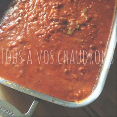 Tous à vos chaudrons: MA sauce à spaghetti ... Slow Cooker Spaghetti, Cooking Spaghetti, Spaghetti Sauce, Food Network Recipes, Wine Recipes, Classic Soup Recipe, Loose Meat Sandwiches, Grilled Peaches, Food Is Fuel