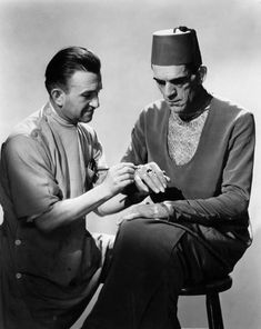 Jack Pierce making up Boris Karloff as The Mummy