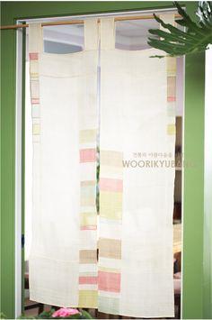 조각보 러너 사진입니다. 이렇게 키워보니 꼭 수채화같네요.. 이 조각보사진역시 2010년 전시회때 찍은 사... Korean Crafts, Types Of Craft, Korean Traditional, Fabric Squares, Window Coverings, Wall Tapestry, Fabric Crafts, Hand Sewing, Craft Projects