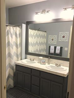 Good before/after simple makeover of a bathroom.