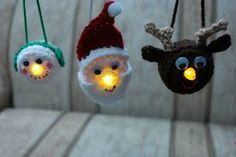Lighted Snowman Ornament – Free Pattern One more ornament to add to the collection. A snowman joins his friends Santa and the reindeer and as easy and quick as they all are to make, you could make the whole collection for anyone and ever… Cute Christmas Tree, Crochet Christmas Ornaments, Christmas Crochet Patterns, Holiday Crochet, Snowman Ornaments, Christmas Decorations, Crochet Santa, Crochet Snowman, Free Crochet