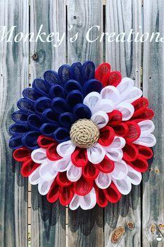 Burlap Wreath Tutorial, Diy Wreath, American Flag Crafts, 4th Of July Decorations, Patriotic Wreath, Frame Wreath, Create And Craft, Summer Diy, Deco Mesh Wreaths