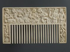 Comb depicting lovers in a garden, ivory, late 15th century.