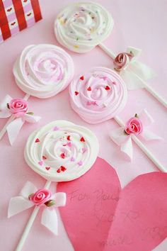 meringue rose lollipops
