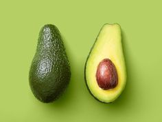 Here's how to store ripe and unripe avocados at room temperature and in the fridge. Plus, can you freeze avocados? Can You Freeze Avocado, How To Store Avocado, How To Ripen Avocados, How To Cut Avocado, Avocado Storage, Fresco, Avocados From Mexico, Kefir Recipes, Avocado