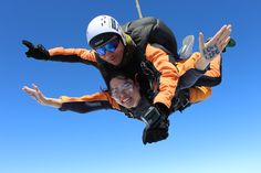 Tandem jumps from m altitude, 1 minute free falling at 200 km/h, video and photos are available Tandem Jump, Skydiving, Books, Photos, Free, Livros, Libros, Pictures, Book