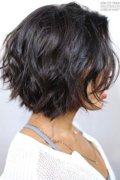 Sophisticated Short Haircuts for Women picture3