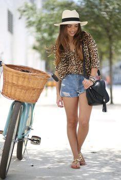 VINTAGE denim shorts INDULGUERA leopard blouse OLE panama hat PIMENTO BERRY bag NAUGHTY MONKEY gold sandals