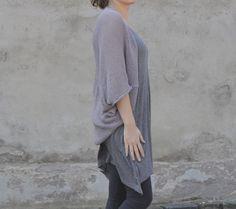 Vesta...šedá Netradičná pletená vestička cez ramená a cez chrbát, ktorá skvele poslúži v letné i zimné dni. Tentokrát som vestičky zhotovila v niekoľkých farbách z veľmi príjemnej prírodnej 100%-nej egyptskej bavlny. Má univerzálnu veľkosť, výborne sadne S-kám (ako na fotke) a M-kám. Keďže je vestička, hlavne kúsok oblečenia, ktorý nosíte cez chrbát a ramená, ...