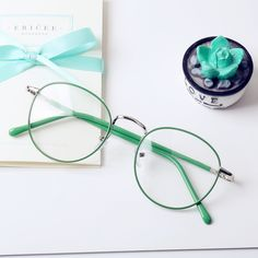 Japanese Accessories Online Store Glasses Frame on Mori Girl の森ガール.Emo Vintage Brisk Round Glasses Frame Sweet Girly Eyeglass Mg567 catches up with the japanese cute style.Get yourself ready to look fashion and keep out the cold on wearing it in the autumn or winter.Don't miss it.
