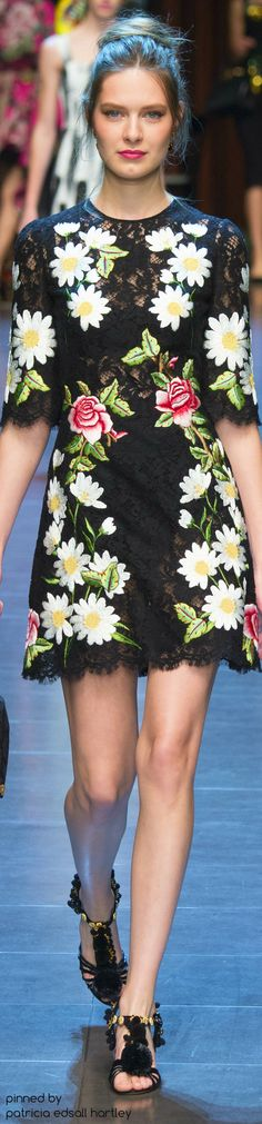 Dolce & Gabbana Spring 2016 Ready-to-Wear Collection Photos - Vogue Floral Fashion, Colorful Fashion, Love Fashion, Runway Fashion, Spring Fashion, Fashion Show, Fashion Trends, Milan Fashion, Vogue