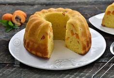 Reteta de chec cu caise este una dintre cele mai bune pe care le-am pregatit pana acum. Checul este pufos, cu o textura perfecta, nu e deloc inecacios Romanian Food, Loaf Cake, Sweet Bread, Cake Cookies, Baby Food Recipes, Recipies, Muffin, Sweets, Breakfast