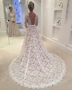 2018 Vestidos de noiva de renda Uma linha Luvas de ilusão longa Vestidos de noiva Pescoço profundo Cavaleiro traseiro Oco Vestidos De Noiva Vinbtage Imagem real