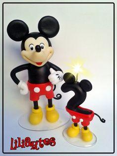 Enfeites para bolo de aniversário infantil, modelados à mão em biscuit, baseados no personagem da Disney, Mickey Mouse.  **Também faço projetos personalizados com o tema, personagens, cores, tamanho e detalhes que você escolher, para mesa ou topo de bolo.  $$ O preço varia de acordo com o tamanho e detalhes da peça  Execução em biscuit: Liliane Bradbury de Oliveira (ateliê Liliartes)  *O valor inclui uma vela mágica(com pavio que apaga e acende novamente) 10 cm e o personagem com ...