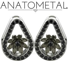 Did you catch our new Lotus Eyelets at the Anatometal booth during APP last week?   Available in ASTM F-138 stainless steel or cast in solid 18k gold (white, yellow, or rose), with bronze, silver, or solid 18k gold Lotus Inserts. Our Lotus Inserts can be set in Gemmed or Standard, traditional or teardrop eyelets!  Call us for details!