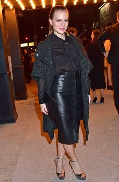 Celebrities In Leather: Alicia von Rittberg wears a leather skirt Pvc Skirt, Latex Skirt, Dress Skirt, Alicia Von Rittberg, Glamour, Sexy Skirt, Skirt Fashion, Pretty Woman, All Black