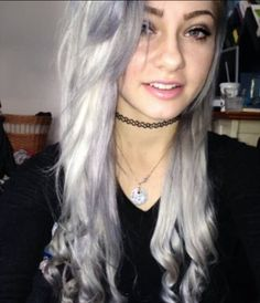 Going to get coffee with Mason. *smiles* he's cute. Pretty Scene Girls, Cute Girls, One Hair, Dye My Hair, Shannon Taylor, Hairstyle Look, Hair Affair, Alternative Girls, Everyday Hairstyles