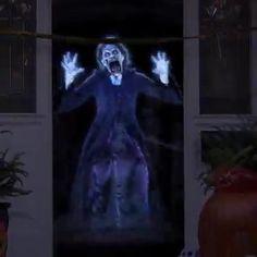 Halloween Outside, Scary Halloween Decorations, Creepy Halloween, Outdoor Halloween, Halloween Party Decor, Halloween City, Halloween Graveyard, Halloween Inspo, Women Halloween