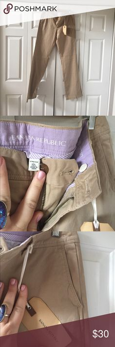 ✂️FLASHSALE✂️NWT Banana Republic Chinos 12L NWT Banana Republic Chinos in size 12Long. I am in the process of moving and willing to negotiate 🙂 Banana Republic Pants Trousers