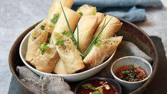 Foto: Tone Rieber-Mohn / NRK Norwegian Food, Norwegian Recipes, Asian Recipes, Ethnic Recipes, Frisk, Spring Rolls, Diy Food, Fresh Rolls, Finger Foods
