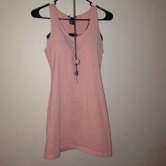 H&M long top Great quality and cute fit top from H&M. The color is peach. Really long top for those of you who like that. Perfect paired with skinny jeans or shorts! Feel free to bundle with other items! Size M H&M Tops Tank Tops