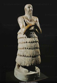 Iku-Shamagan, King of Mari, praying. Staetite statuette (2650 BCE) Early dynastic period II, from the temple of Ishtar, Mari, Syria, National Museum, Damascus, Syria
