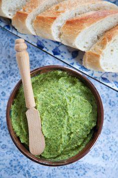 Spinach Hummus with dōTERRA wild orange essential oil #doterra #cookingwithessentialoils #essentialoils
