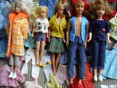HUGE LOT OF 1960,S VINTAGE BARBIE DOLLS AND CLOTHES IN BARBIE TRUNK