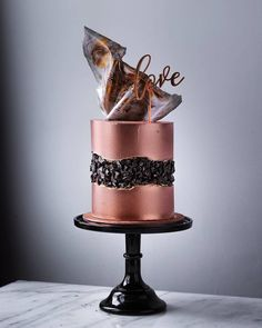 Is Copper still a trend? In the photo Copper Cake, with Black Edible Stones and Marble Chocolate Sails. Is Copper still a trend? In the photo Copper Cake, with Black Edible Stones and Marble Chocolate Sails. Pretty Cakes, Beautiful Cakes, Amazing Cakes, Cake Decorating Techniques, Cake Decorating Tutorials, Cupcakes, Cupcake Cakes, Formation Patisserie, Marble Chocolate