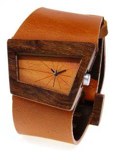 Reloj de pulso en madera, Mujer, marca Maguaco RM004. Maderas: Ebano Sinuano y Carreto Guajiro. $170.000 COP