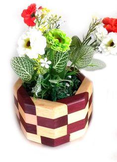 Vaso marchetado de pallet e roxinho desenvolvido para centro de mesa do Casamento de Alessandro e Emmanuelle em 2016 desenvolvido pela Du´Artes Artesanatos.