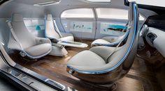 Dreh- und Angelpunkt des innovativen Interieur-Konzepts ist das variable Sitz-System mit vier drehbaren Lounge-Chairs.