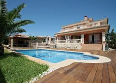 Mallorcan style house with pool & 800m2 garden.