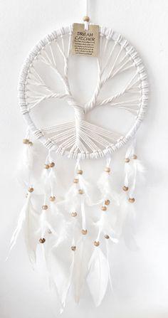 Ručně vyráběný lapač snů z Bali: etno doplněk bytu | Slevomat.cz Homemade Christmas Gifts, Magic Shop, Dream Catcher, Pearls, Bali, Diy, Handmade, Inspiration, Design