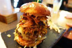 """Zum ersten Burger-Friday mit meinen NDR-Kolleginnen geht es zu """"Most Wanted Burger""""! Die hochstapelnde Burgerbude gehört fortan zu meinen Lieblingsläden!"""