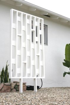 DIY Mid Century Inspired Exterior Screens – SUBURBAN POP Mid Century House, Mid Century Style, Mid Century Design, Mid Century Ranch, Plywood Furniture, Furniture Design, Kitchen Furniture, Chair Design, Modern Furniture