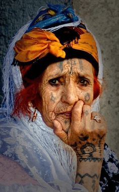 Elderly and old faces Old Faces, Many Faces, We Are The World, People Around The World, Foto Art, Interesting Faces, North Africa, World Cultures, Belle Photo
